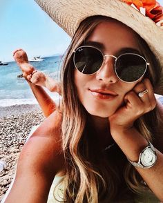 Best travel tips for men ray bans 70 Ideas Beach Photography Poses, Portrait Photography Poses, Summer Photography, Pool Poses, Beach Poses, Instagram Pose, Story Instagram, Cute Beach Pictures, Shotting Photo