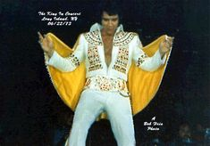 Elvis on June 1973 in Uniondale, NY (c) Bob Heis Elvis Aloha From Hawaii, Nassau Coliseum, Elvis In Concert, Elvis Presley, Belle Photo, Memphis, Touring, Rock And Roll, Social Media