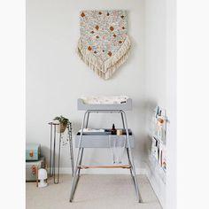 Table à langer design en vente ici : http://www.range-ta-chambre.com/budtzbendix/3675-table-a-langer-bebe-design-grise-towerchair-budtz-bendix.html
