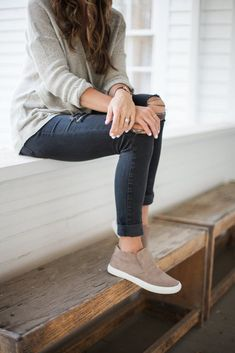 10 Noble ideas: Balenciaga Shoes 2016 shoes aesthetic grunge.Cool Shoes For Girls balenciaga shoes 2016.Converse Shoes New.. Autumn Fashion Casual, Casual Fall Outfits, Mom Outfits, Fall Fashion Trends, Casual Wear, Fall Trends, Fashion Spring, Black Jeans Outfit Fall, Layered Outfits