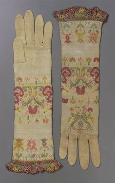 1650-1700, Italy - Pair of women's silk knitted gloves