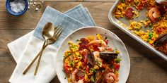 Sheet-Pan Paella with Chorizo, Mussels, and Shrimp.always love me some Spicy, Seafood and Sausage Paella ! Best Shrimp Recipes, Fish Recipes, Seafood Recipes, Mexican Recipes, Italian Recipes, Korma, Biryani, Ramen, Quinoa