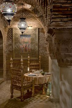 33 Cool Moroccan Dining Room Designs : 33 Moroccan Dining Room Designs With Wooden Wall And Brown Dining Table Bar Stool Candle Plate Fork Spoon Carpet And Stone Floor