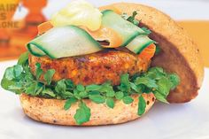 Mango chutney rounds off this delicious Indian inspired burger. Indian Chicken Burger Recipe, Vegetable Burger Recipe, Veg Burgers Recipe, Burger Recipes, Chicken Recipes, Mince Recipes, Healthy Recipes, Savoury Recipes, Healthy Foods