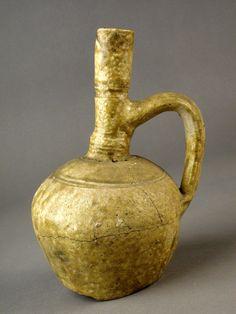 Redoma de cerámica vidriada en color verde. Bayyana (Pechina, Almería), S. IX-X (Al-Andalus).