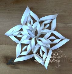 rozzybee: Christmas Paper Snowflake Decorations