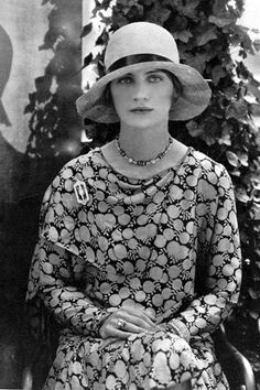 When Lee Miller first came to New York, she became one of Edward Steichen's favorite models. She wears a printed dress with Black, Starr, and Frost jewels in this portrait from the June 1, 1928, issue of Vogue.  Photo: Edward Steichen / Condé Nast Archive