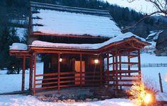 """Außensauna """"Troadkastn"""" - finnische Sauna mit beheiztem Zugang im Winter in der Thermenwelt Hotel Pulverer 5* http://www.pulverer.at/wellness-sauna-bad-kleinkirchheim.de.htm"""