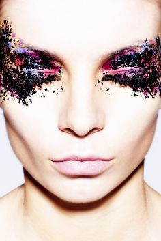 pink-purple-black-creative-make-up #EasyPin