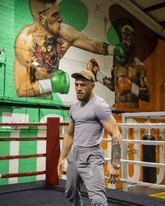 Zdjęcie dnia: Conor McGregor stworzył w swoim klubie mural przedstawiający walkę z Floydem Mayweatherem  |  FIGHT24.PL - MMA i K-1, UFC