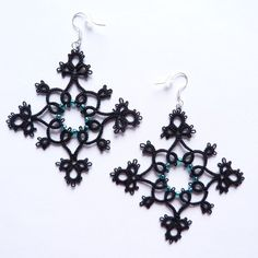 Back to shuttle after a moment of break, though actually these earrings were made pretty long ago, and I'm just now uploading it This pattern I have stolen from another Deviant, I recommend her won...