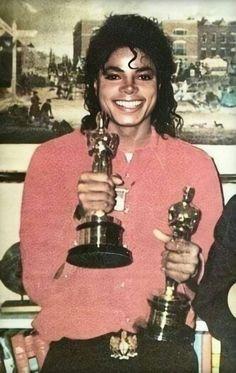 That smile 😍😍😍 mjjforeverinmyheart kingofpop👑 badera michaeljacksonisbeautiful moonwalker michaeljackson mjjforever myidol king moonwalkerforever thisisit mj idolbeingsexy ldol michaeljacksonforever moonwalkerforlife❤️ Janet Jackson, Michael Jackson Wallpaper, Michael Jackson Bad Era, Michael Jackson Awards, Michael Jackson Halloween, The Jacksons, Shows, Peter Pan, My Idol
