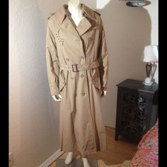 """Tan Vintage Raincoat w/Removable Lining & Collar Full-Length Tan-Colored Vintage Raincoat. Incl removable lining & collar. 2 outside pockets. With lining attached, 2 large inside pockets. Incl. extra buttons. Removable belt. Collar & wrists can be tightened for maximum protection from the weather. Length from neck to hem: 51"""". Size: 10. Excellent cond. No trades Jackets & Coats"""