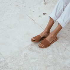 Aiko Basic Slides in Clay