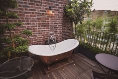 The Rooftop Apartment features a roof terrace and a chance for alfresco bathing while gazing out to the London skyline