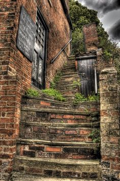 These quirky steps and cubby hole are on Steep Hill, Lincoln, England. More photos like this Thompson Creativity. Lincoln England, Lincoln Uk, Lincoln Cathedral, Cathedral City, Beautiful Buildings, Beautiful Landscapes, Steep Gardens, Cubby Hole, England Ireland