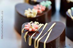 inimioare-de-ciocolata cu mousse de fructe de padure Cake, Desserts, Food, Tailgate Desserts, Deserts, Mudpie, Meals, Dessert, Yemek