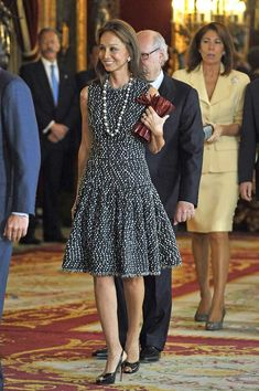 isabel-preysler. Love this dress. Such a stylish lady.