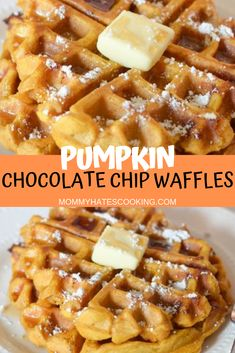 Pumpkin Chocolate Chip Waffles How To Cook Pancakes, Pancakes And Waffles, Pumpkin Waffles, Savory Pumpkin Recipes, Cooking Pumpkin, Easy Desserts, Delicious Desserts, Dessert Recipes, Dinner Recipes