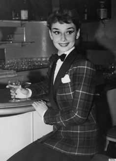 Audrey Hepburn: 25 Lessons from Audrey Hepburn on How to Dress Well
