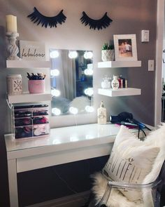 Many people believe that there is a magical formula for home decoration. You do things… Dressing Table Shelves, Ikea Malm Dressing Table, Dressing Table With Mirror And Lights, Ikea Dressing Room, Dressing Table Decor, Dressing Table Vanity, Cute Room Decor, Teen Room Decor, Room Decor Bedroom
