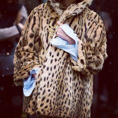 Milan Fashion Week F/W street style Mode Style, Style Me, Classy Style, Leopard Coat, Poncho, Men's Coats And Jackets, Winter Wardrobe, Street Chic, Autumn Winter Fashion