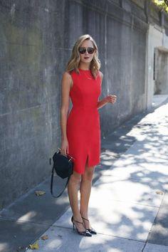 Quando falamos Vestido no Trabalho o mais importante é pensar no comprimento e se está adequado com o ambiente que você convive. Vestidos são sempre elegantes e modernos, deixando o visual mais feminino do que as calças, mas para as mulheres que trabalham em lugares que ainda pedem certa formalidade, invista nos vestidos tubinho, reto …