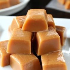 Homemade Caramel - So soft, creamy and delicious is how I would describe this tasty treat! This homemade caramel recipe is the best homemade caramel ever! Homemade Caramel Recipes, Fudge Recipes, Candy Recipes, Holiday Recipes, Dessert Recipes, Desserts, Homemade Caramels, Family Recipes, Christmas Recipes