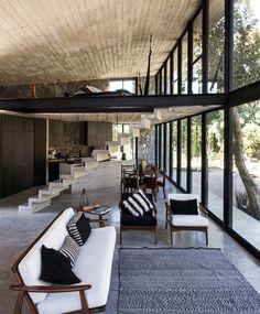 Naturstein und Beton im Wohnzimmer