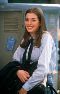 Mia Thermopolis' Beach Outfit Is the Best and Most Underrated Look From 'The Princes Diaries'