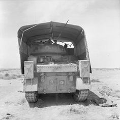 An Grant tank fitted with 'sun shield' lorry camouflage, June 1942 North African Campaign, Afrika Korps, Ww2 Planes, Military Diorama, Futuristic Cars, Military Equipment, Modern Warfare, British Army, Armored Vehicles