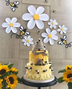 Baby Shower Cake And Cupcakes Bumble Bees 51 Ideas For Birthday Decorations, Baby Shower Decorations, Birthday Party Themes, Baby Shower Themes, Birthday Ideas, Birthday Design, Baby Party, Baby Shower Parties, Baby Shower Cakes