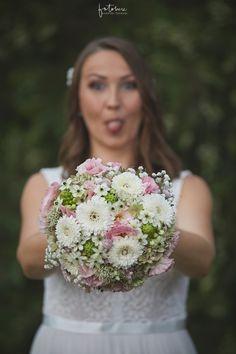 Álom esküvő Daalarna menyasszonyi ruhában - Esküvői fotós, Esküvői fotózás, fotobese Ale, Crown, Fashion, Moda, Corona, Fashion Styles, Ales, Fasion, Crowns