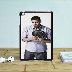 Jason Derulo holding hat iPad Mini 2 Case Dewantary