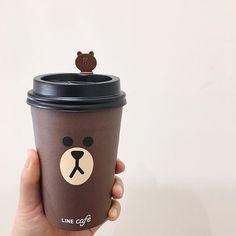. . . #LINEFRIENDS #LINESTORE X #LINECAFE #가로수길 #라인프렌즈  #브라운 왜일캐 귀엽니  #papercup #packagedesign #seoul  #coffee #seoulcafe