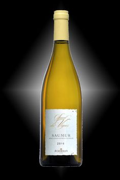 Saumur blanc, Secrets des Vignes - Chenin blanc - This is a dry white wine, boasting a golden luminous color. It is elaborated from old vines, with low yields, thereby producing rich and well-concentrated grapes. Hand-picked harvest.