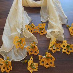 Fular #needlelace #handmade #nofilter #lace #turkishneedlelace #iğneoyası #i̇peğinbüyüsü #nostalji #ipekiğneoyası #elişi #kişiyeözel #scarft #fular #black #tığişi #hediyelik #sevgiliyehediye #renkrenk Crochet Lace Edging, Crochet Borders, Filet Crochet, Crochet Stitches, Knit Crochet, Hand Embroidery Designs, Crochet Designs, Needlework, Diy And Crafts