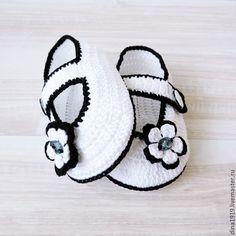 Купить вязаные пинетки для девочки, пинетки вязаные, белый, черный - пинетки для девочки, пинетки