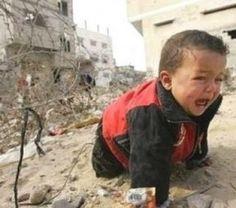 :'( Crying baby in Gaza - Free Palestine<3