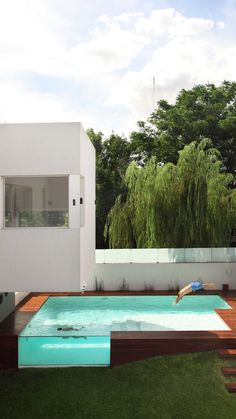 above ground pool. andres remy architects. devoto, argentina.