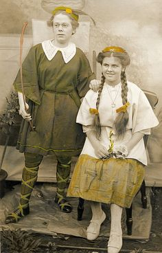 Elsie and Connie in 1914