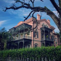 A pink mansion fit for royalty in the Garden District of New Orleans. New Orleans Mansion, New Orleans Homes, Pink Houses, Old Houses, New Orleans Garden District, Lafayette Cemetery, New Orleans Architecture, Southern Mansions, Sims House Design