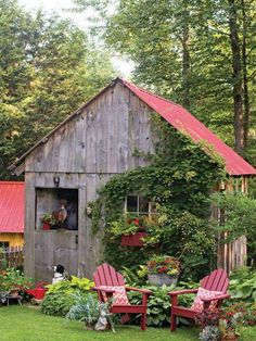 Farmhouse Garden Shed Country Living 26 Ideas - Garden Decor Farmhouse Garden, Garden Cottage, Country Farmhouse, Cottage House, Farm House, Home And Garden Store, She Sheds, Building A Shed, Building Plans