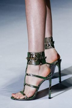 I have a strange attraction to snake print shoes @_@
