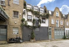 mews - Google Search Facade House, House Facades, Mews House, Driveway Gate, Coach House, Carriage House, House Front, Curb Appeal, Coloured Doors