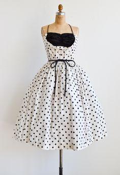 ผลการค้นหารูปภาพโดย Google สำหรับhttp://www.adoredvintage.com/images/dresses/vintage1950sbombshelldresspolkadots.jpg