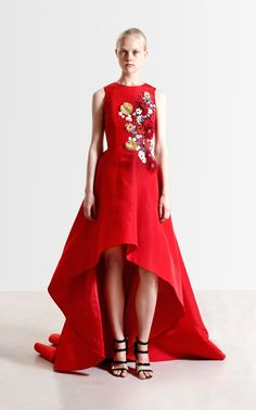 See the complete Reem Acra Resort 2017 collection.