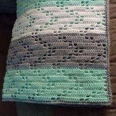 Austere Twist: Zig Zag Crochet Baby Blanket - Free Pattern!