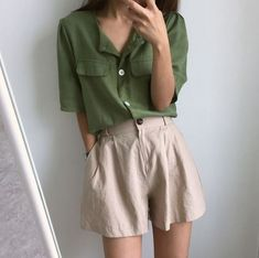 Best pretty women outfits ideas to wear now in this season 8 Vintage Outfits, Retro Outfits, Casual Outfits, Fashion Outfits, White Outfits, Fashion Tips, Mode Ulzzang, Mode Chanel, Moda Vintage