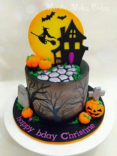 . Cute Halloween Cakes, Haloween Cakes, Bolo Halloween, Pasteles Halloween, Halloween Birthday Cakes, Theme Halloween, Halloween Treats For Kids, Halloween Baking, Disney Halloween